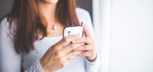 girl-and-smartphone