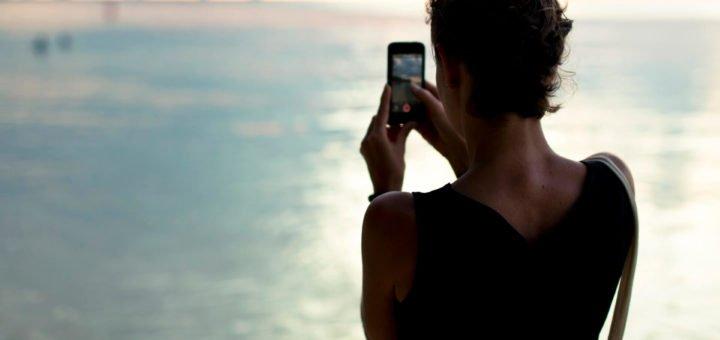 czy to kobieta ze smartfonem za 1200-1500 zl